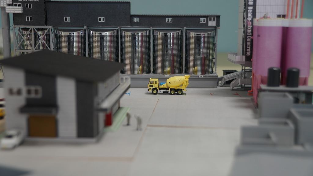 横から見た社屋・設備のミニチュア模型